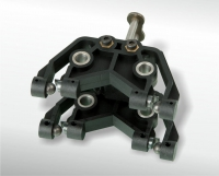Functional element with 16 in-moulded steel components and an in-moulded chain link