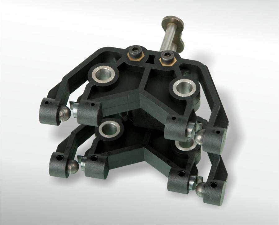 Funktionsteil mit 16 eingespritzten Stahlteilen und einem eingespritzten Kettenglied